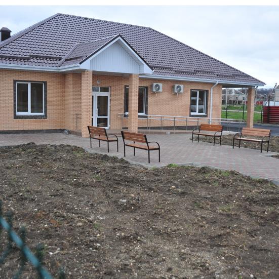 Здание нового офиса врача общей практики в Азовском микрорайоне. После получения необходимых сертификатов здесь начнётся прём пациентов.