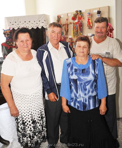Супруги Гладковы (слева) более полувека идут по жизни вместе. А чета Кушнир недавно отметила рубиновую свадьбу.