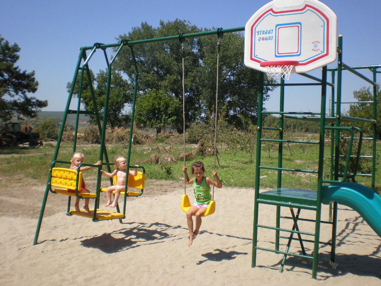 Детская площадка, которую построили павловчане