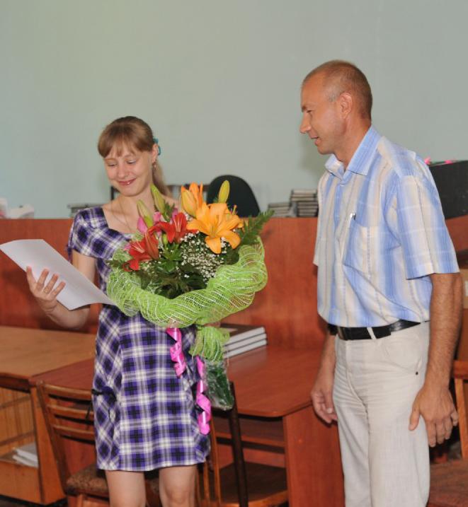 28-07-2012_0Евгению поздравляет с получением    долгожданного сертификата Н.В. Левченко5