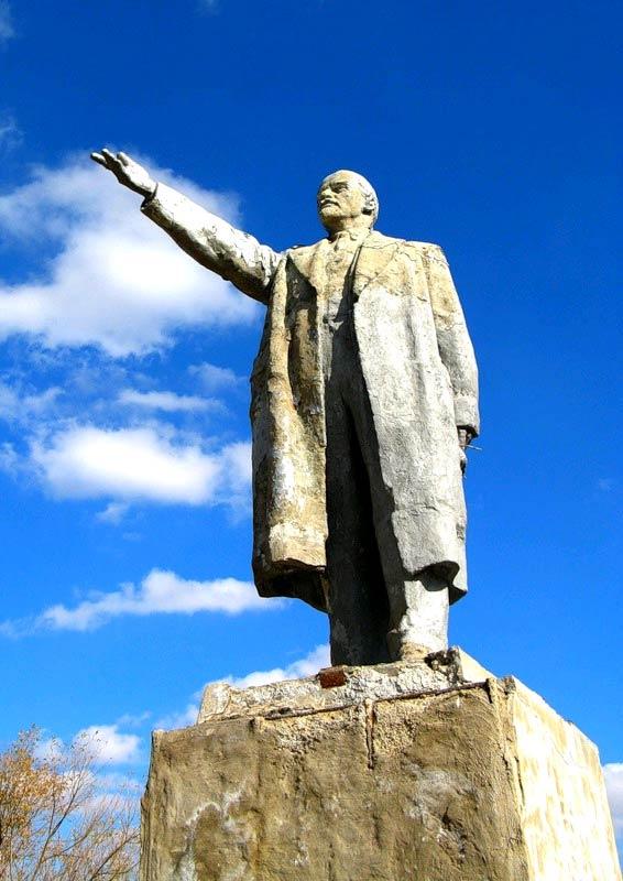 скульптура Ленина, Павловская, Павловский район