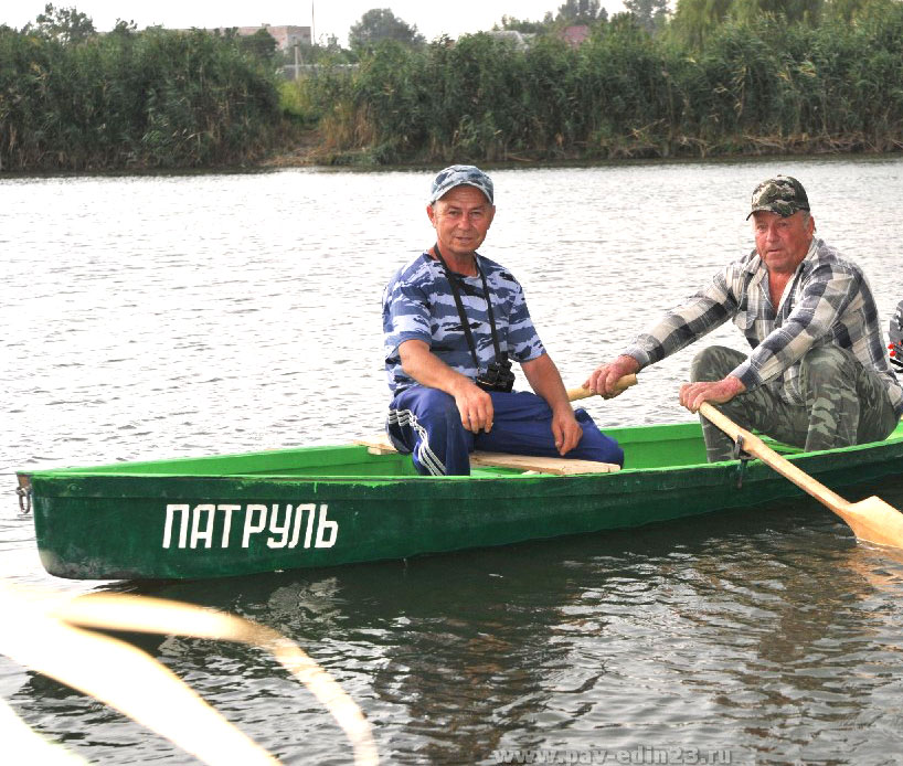 На охране реки Иван Дмитриевич САДОВИН (слева) и Николай Николаевич СУВОРА