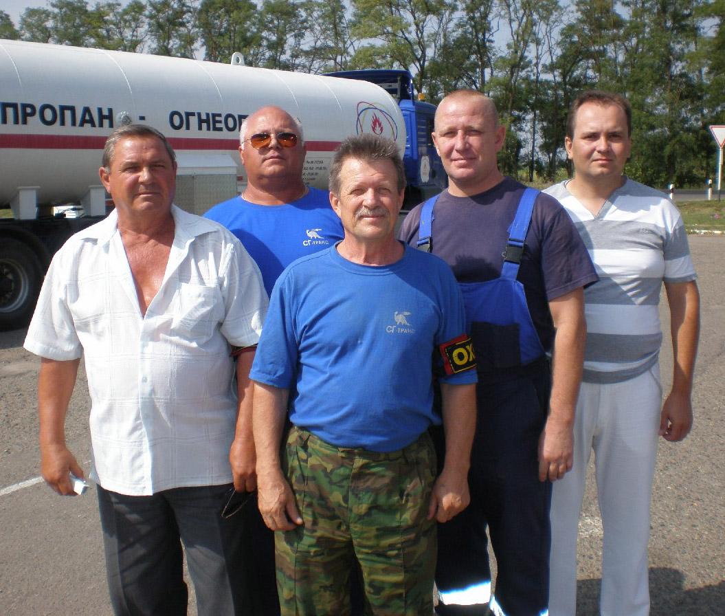 Слева направо: В.В. Фоменко, В.В. Турчин,  В.А. Сухарев, Н.А. Тюрин и С.Н. Белозор –  члены трудового коллектива базы