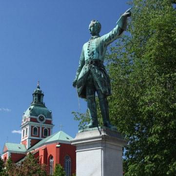 Стокгольме десятилетиями поддерживают в порядке памятник королю Карлу XII