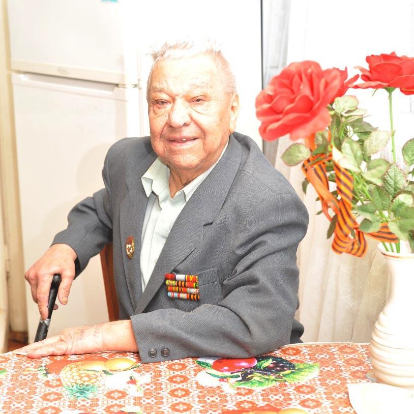 Гвардеец-артиллерист  И.В. Гондарь