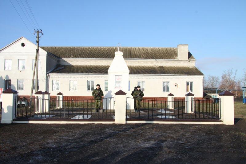 Отреставрированный памятник погибшим в Гражданской и Великой Отечественной войнах в Новопетровской