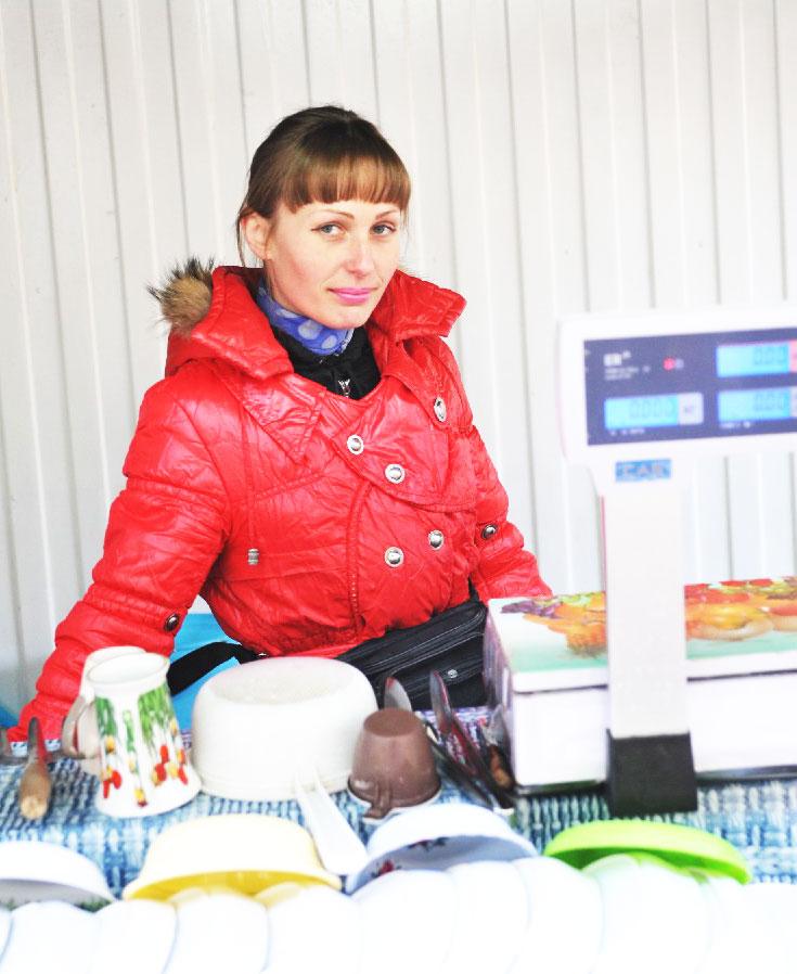 С.В. Суковицина всегда рада покупателям,  газета «Единство», Павловский район.