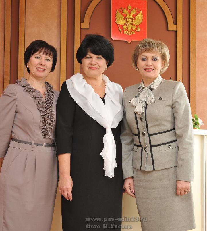 НА плечах этих женщин вся работа ЗАГСа. Слева направо: И.В. Старикова, Т.Е, Лысенко, И.Б. Пернакий.