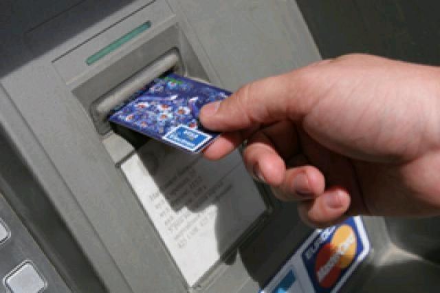 «Разблокировал» банковскую карту