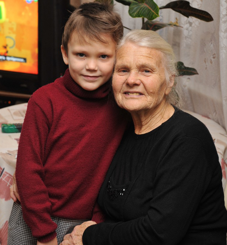 Ольга Васильевна Северина с внуком Максимом