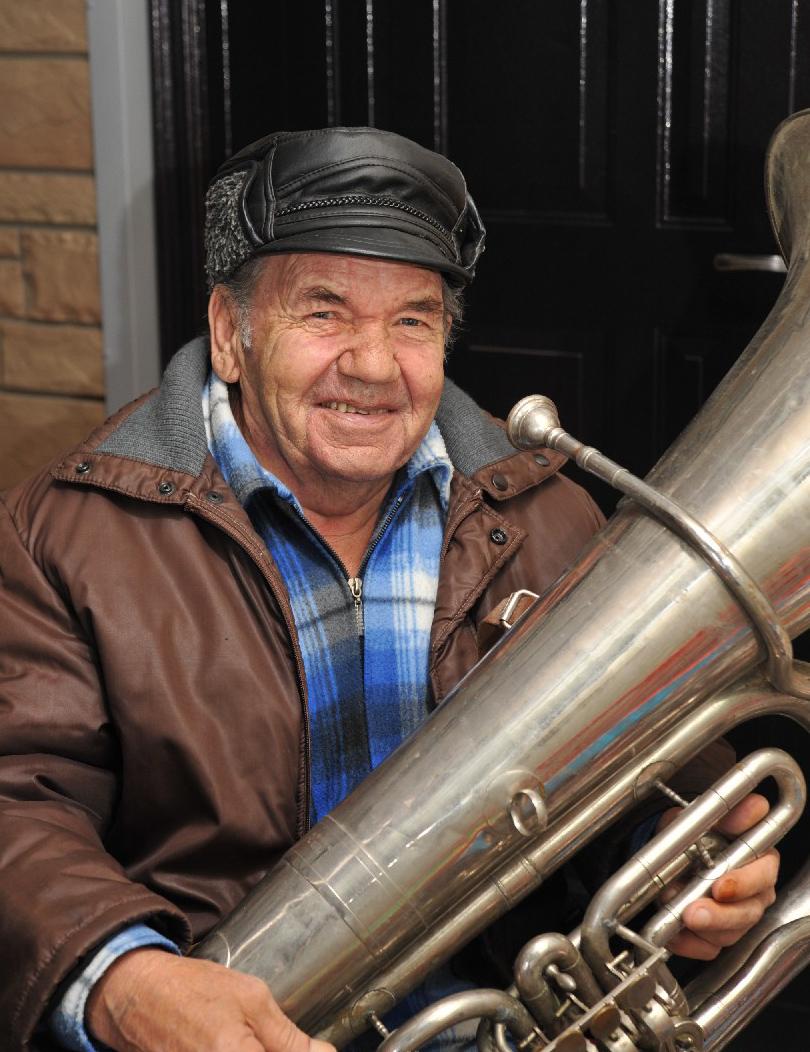 Г.Л. Олейник с верным другом - трубой