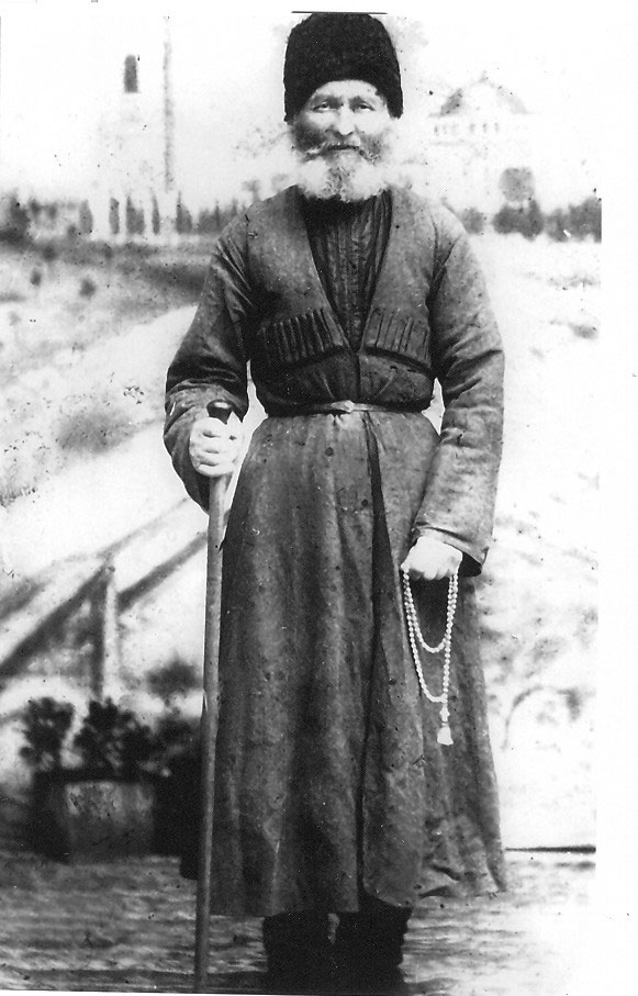 ГУДЗЬ Пётр Семенович, 1831-1918 гг. Похоронен в ст. Павловской на кладбище, где сейчас стадион. Участник Кавказской войны, служил рядовым казаком. Дважды был паломником в Иерусалиме.