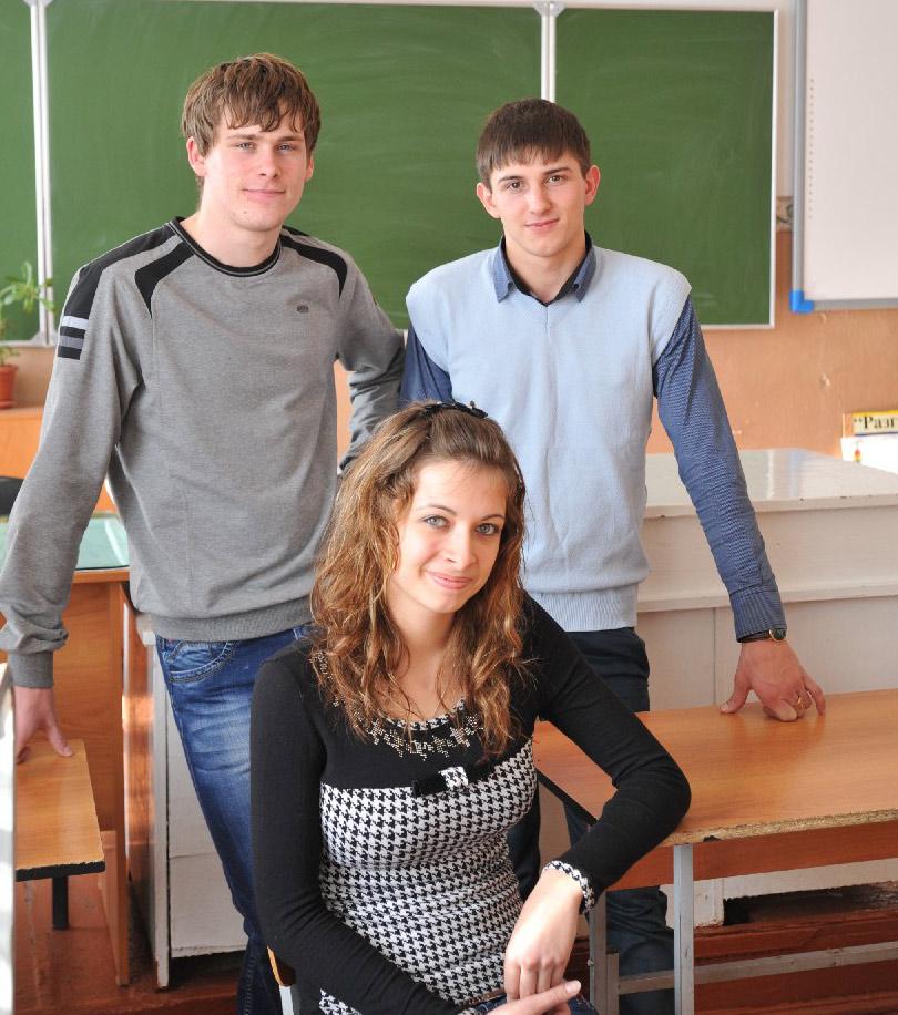 Дмитрий АВАКОВ (на снимке слева), Александр ЧЕРЕДНИК и Вероника СИНЧУГОВА.
