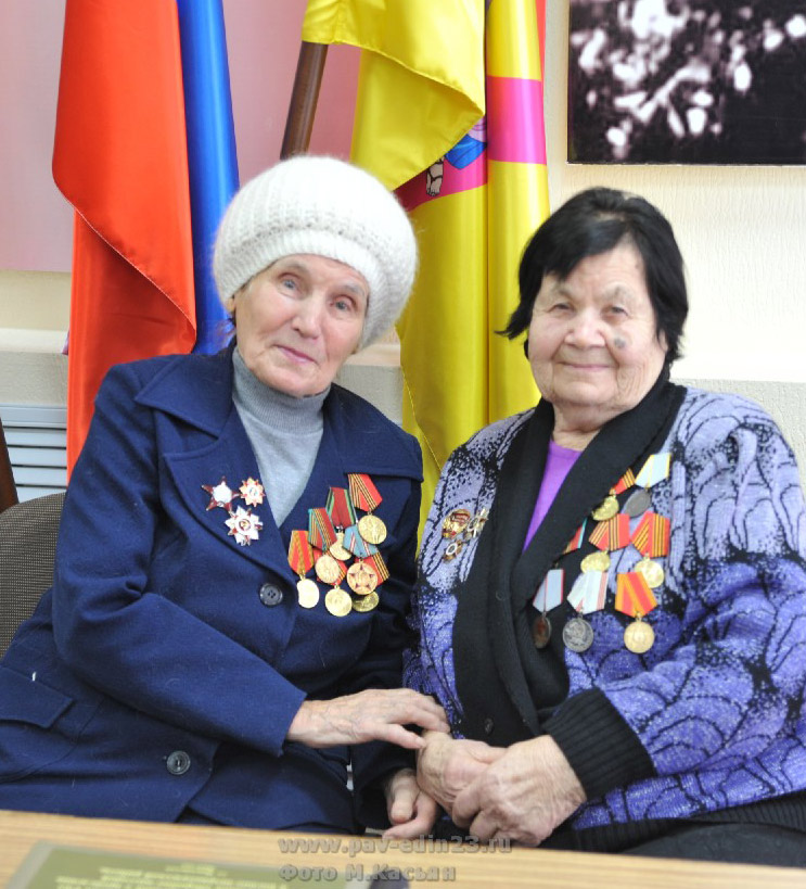 З.М. Татуйко (слева) и Г.Н. Филенко было о чем поговорить на встрече
