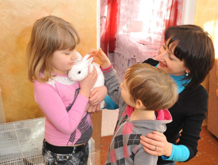 Анна Тишко вместе со своими детьми.