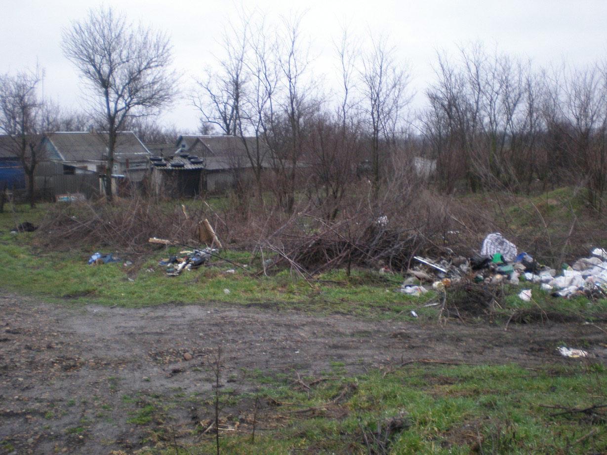 На окраине хутора Шевченко: подворья соседствуют с мусором