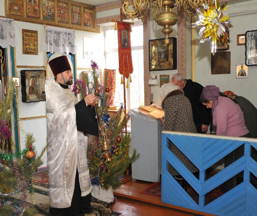 Служба в Свято-Казанском храме в январе 2013 года