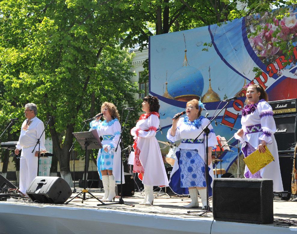 На сцене солисты Дворца культуры