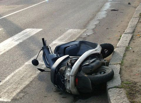 Один скутерист погиб, другой – ранен