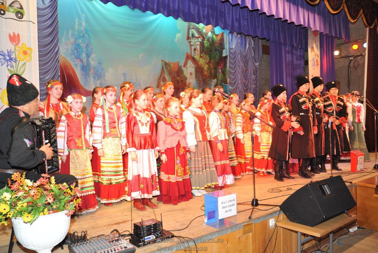 Двадцать третья весна по счету пришла для образцового фольклорного казачьего ансамбля «Радуга»