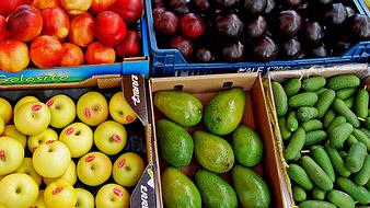 Воровали фрукты. Ящиками