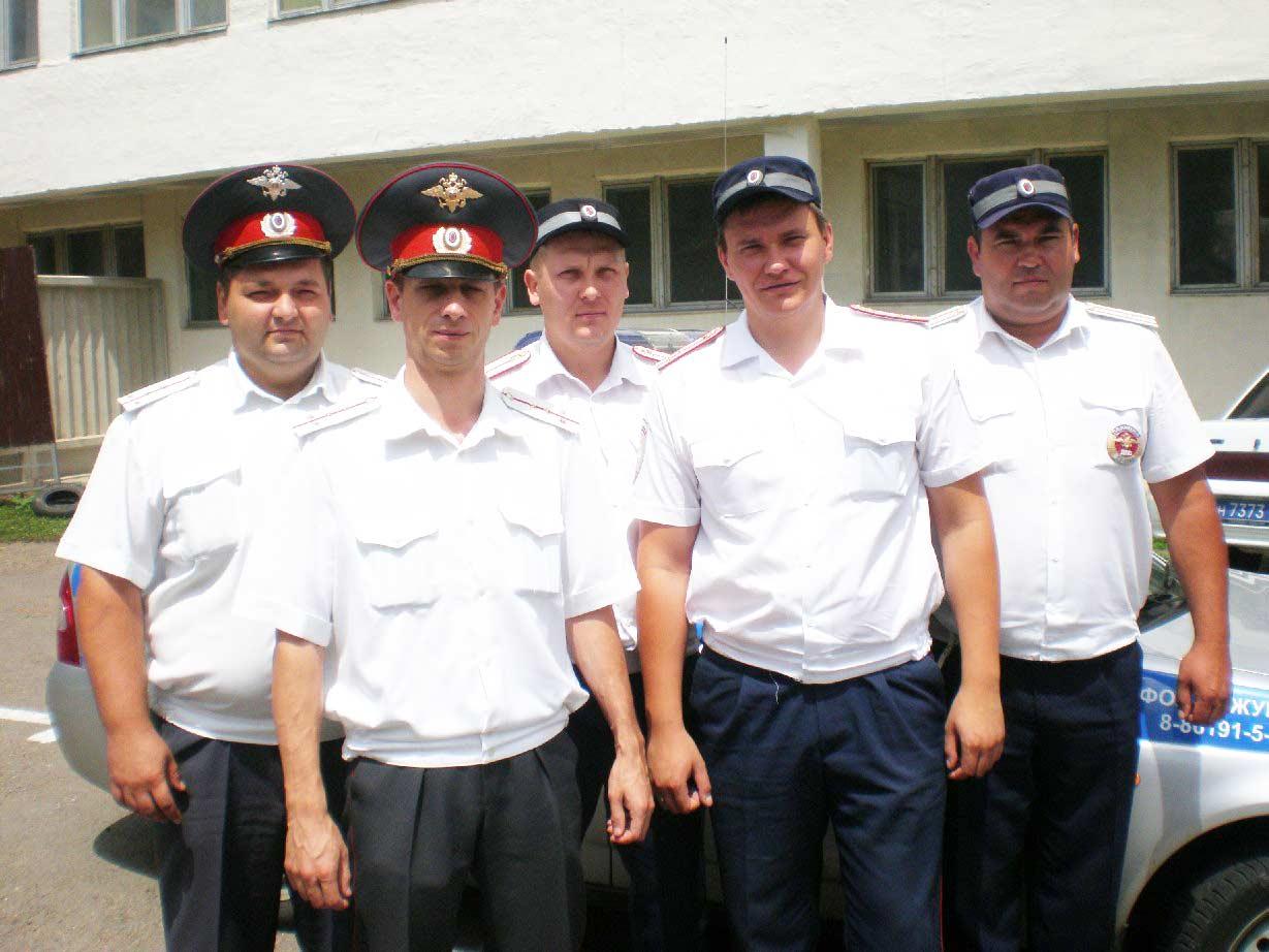 Слева направо: лучшие сотрудники отдела ГАИ: В.Н. Беккер, С.А. Белоглазов, О.А. Литвиненко, Д.А. Соколов и С.Н. Сидоренко