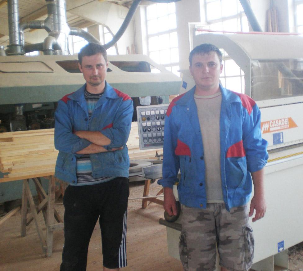 Столяры (слева направо):  М. ПАВЛОВ и К. ГОЛУБЕВ