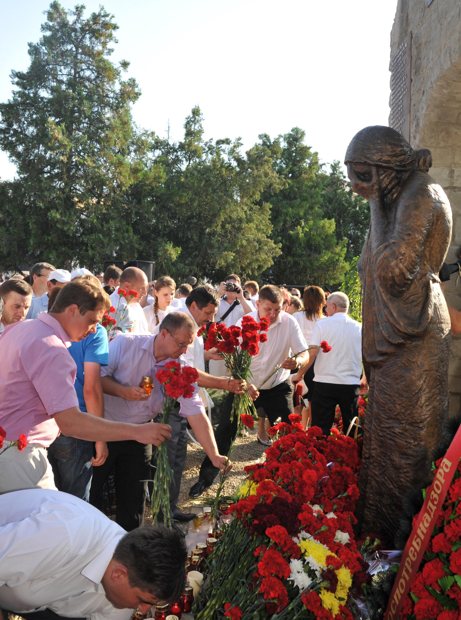 Делегация Павловского района побывала в Крымске на церемонии открытия мемориала в память о жертвах стихии