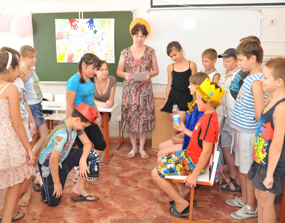 4-й отряд лагеря  «Чемпион» (рук. И.Л. Гайдина) занят подготовкой к представлению по мотивам сказок А.С. Пушкина