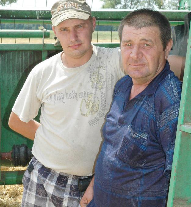Один из чемпионов жатвы Виталий Джунь (предприятие «им. Гармаша И.И.») работал на комбайне вместе с сыном Денисом