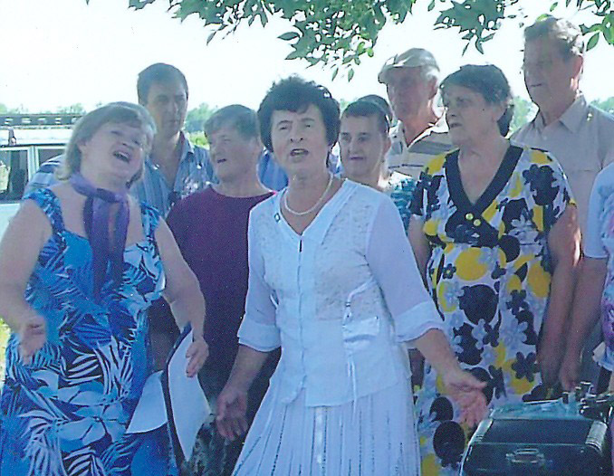 Вот так веселились добрые друзья и соседи в поселке Октябрьском!