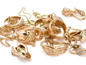 Украл золотые изделия