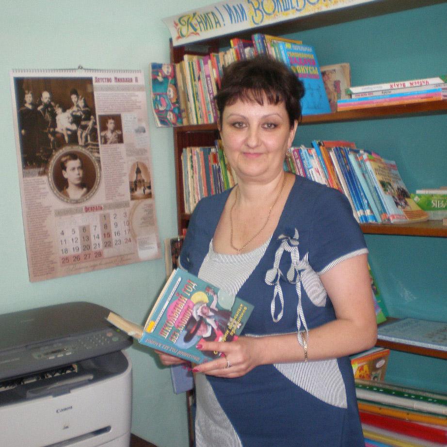 Тамара Владимировна ЧИПИЛОВА – директор детской библиотеки Павловского сельского поселения. Работает с юными читателями с 2002 года, а общему её библиотечному стажу уже 25 лет. Закончила сначала Краснодарское педучилище, а потом – Армавирскую педагогическую академию.
