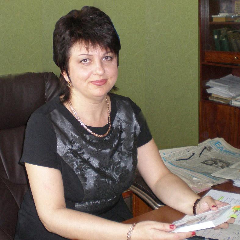 Многие в нашем районе знают заместителя руководителя центра занятости населения Марину Николаевну МЕНЬШИКОВУ. Она – начальник отдела трудоустройства, специальных программ и профессионального обучения упомянутого ЦЗН.