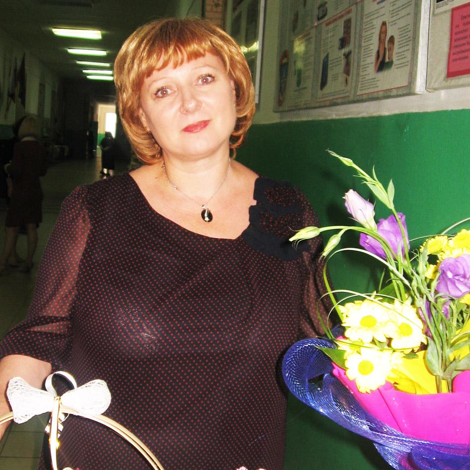 Тамара Васильевна МИХАЙЛЕНКО – замдиректора по воспитательной работе в СШ № 2.