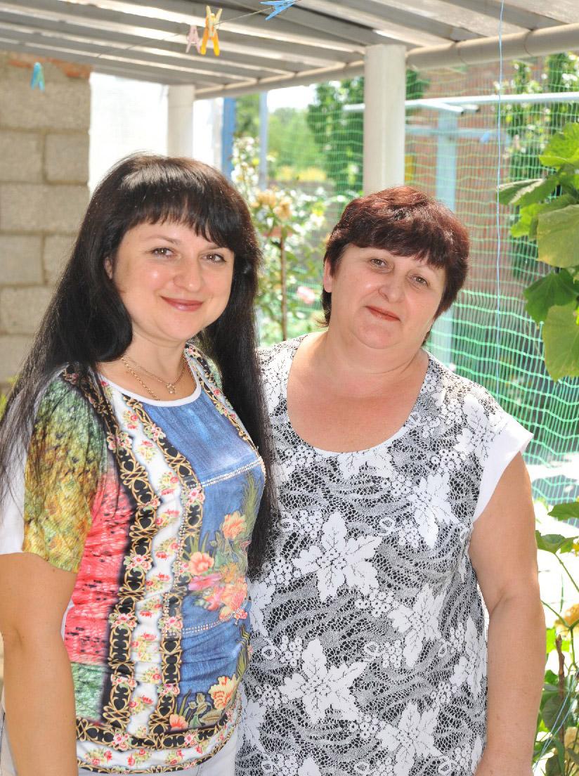 Умницы и просто красавицы Н. СПИЧАК (слева) и Т. ПЛАХОТЯ