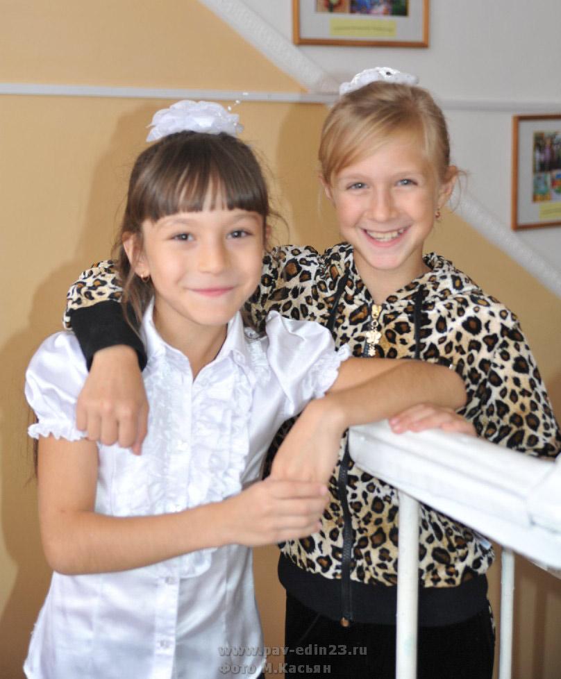 Слева направо: Алиса Дворяткина и Дарья Животовская
