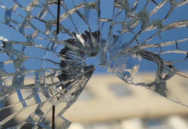 Зачем бить стекла?