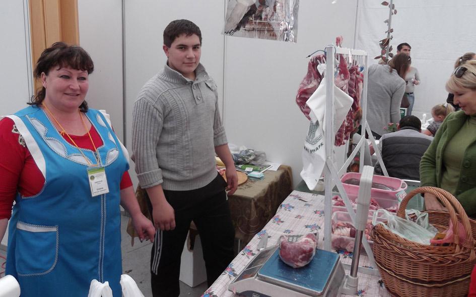 Светлана Зенина с помощником - сыном Арсеном