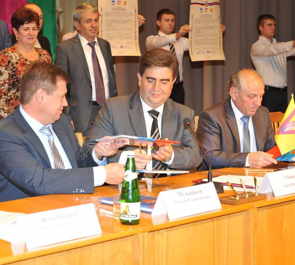 Соглашение о сотрудничестве трех районов подписали главы муниципальных образований (слева направо):  Алексей Мельников, Сергей Убийко и Владимир Ханбеков.