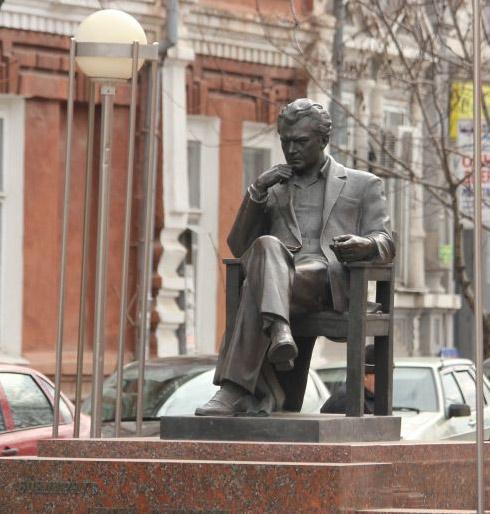 Памятник С. Бондарчуку в г. Ейске