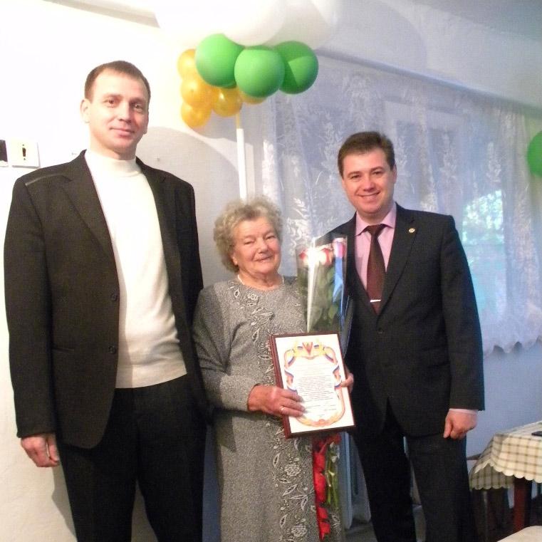 Юбиляршу поздравили глава района А. Мельников и глава Незамаевского поселения С. Левченко.