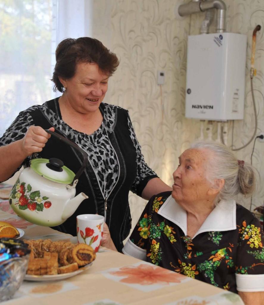 Глядя на эту фотографию, скажешь лишь одно: устроили чаепитие родные люди