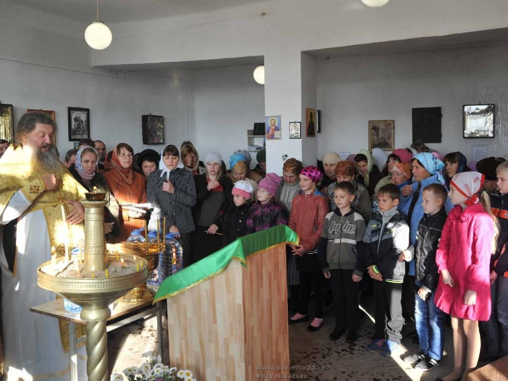 Литургия во вновь открытой православной церкви (молитвенной комнате) в Незамаевской стала для станичников историческим событием. И это не громкие слова.