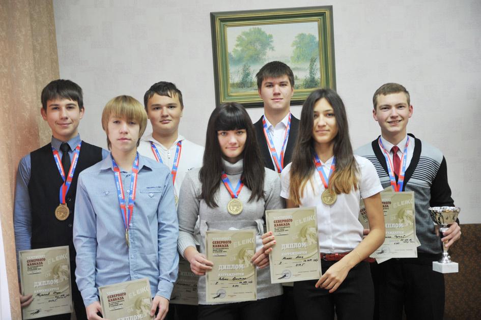 Слева направо: И. Морозов. С. Долгов, И. Завгородний, К. Ровная, В. Фоменко, А.Мамко, С. Биденко