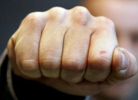 Сломала палец