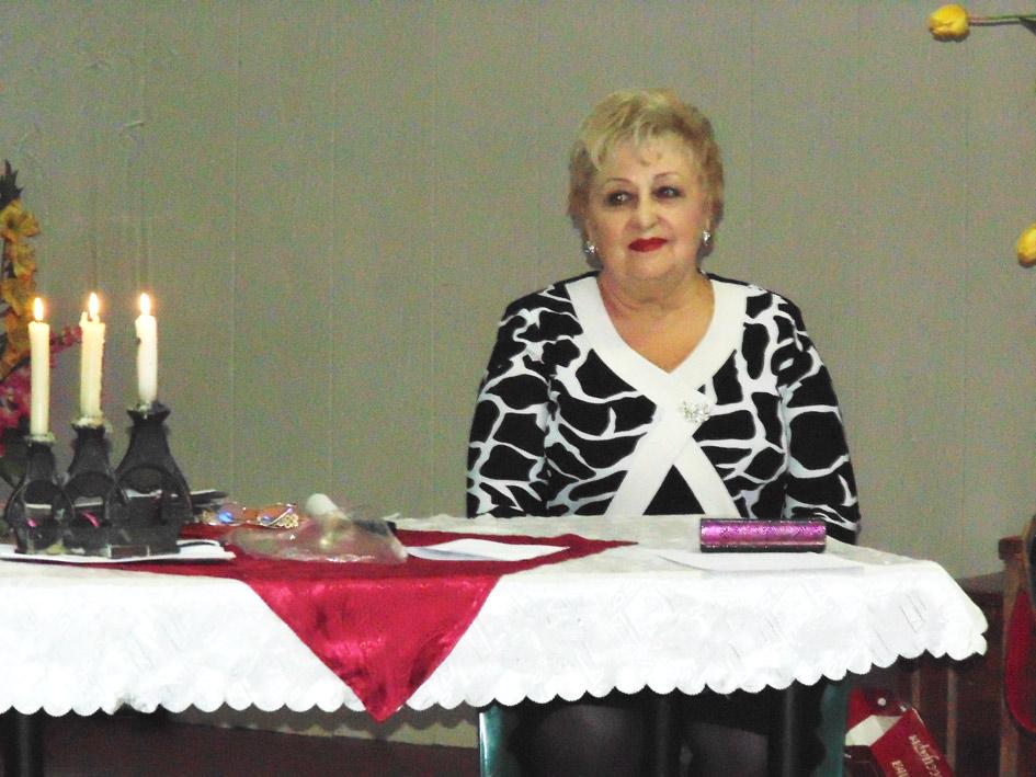 О Наталье Викторовне Кваша, которая работает библиотекарем в СШ № 12, газета неоднократно писала. Но к этому рассказу о ней появился новый повод. 2013 год богат для Натальи Викторовны на даты. Летом отметила свой юбилей, осенью – 50-летие  творческой деятельности, 40 лет назад переехала из Кропоткина в Павловскую, где живёт и сейчас. Недавно прошёл её юбилейный вечер в клубе творческой интеллигенции «Костёр».