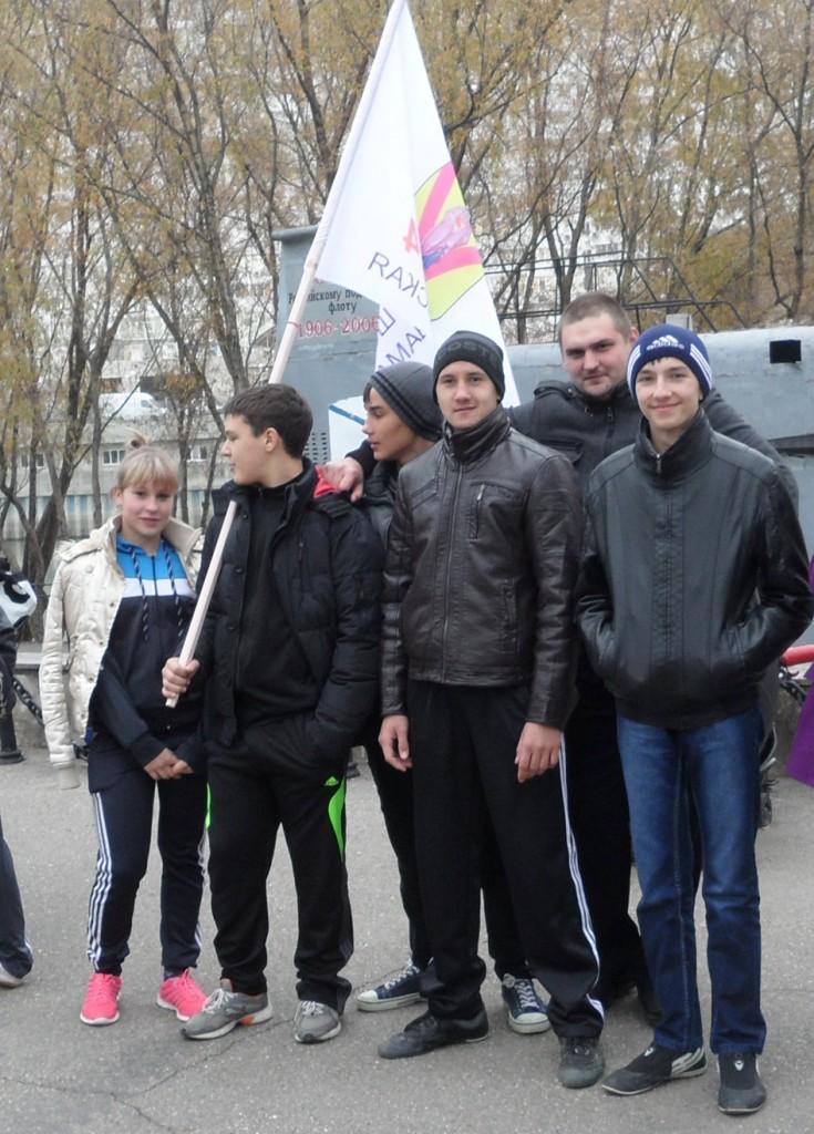 """Часть """"Пилигрима"""" вместе с наставником В. Граковым (второй справа). Фото предоставил А. Луговской."""