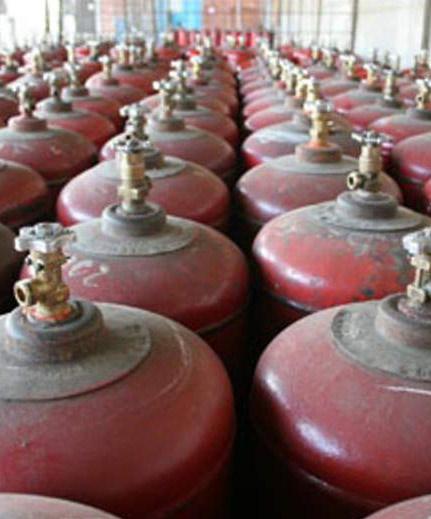 В редакцию звонят читатели, которые недоумевают по поводу прекращения доставки баллонов с сжиженным газом в населенные пункты района. Ранее этим исправно занимался Павловский филиал «СГ-транс» база сжиженного газа.