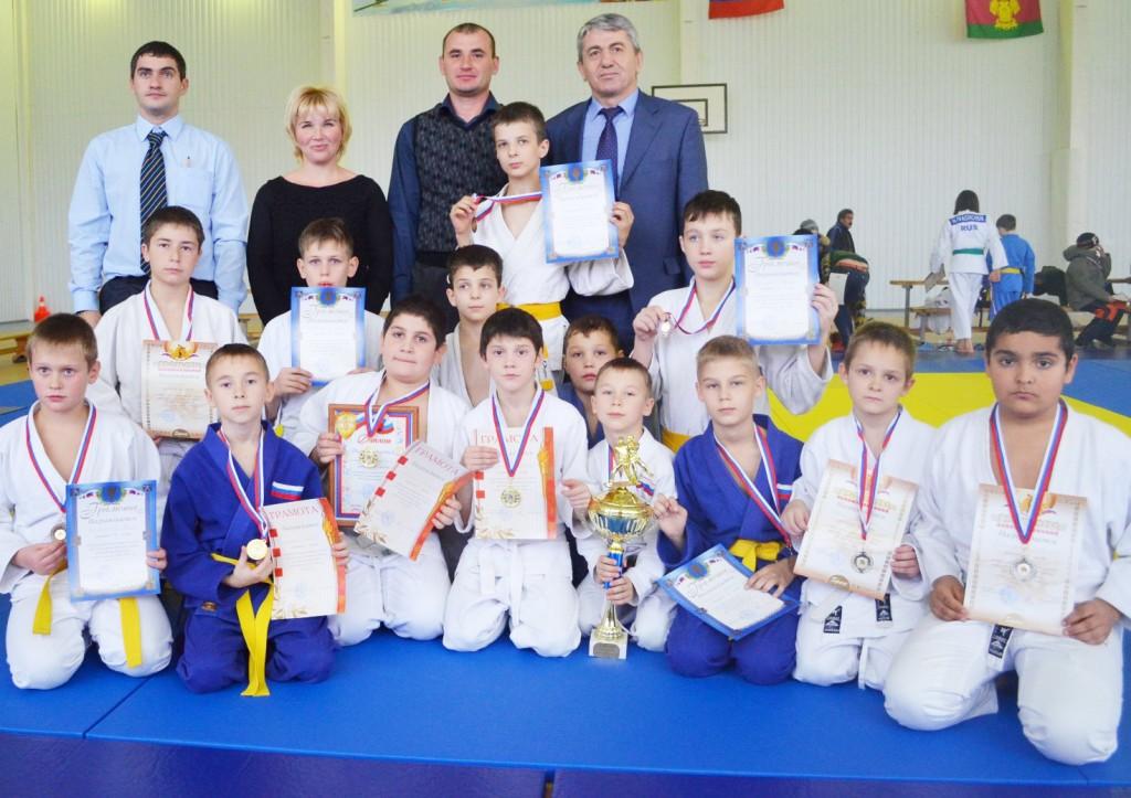 Победители и призеры из нашей сборной и их взрослые наставники